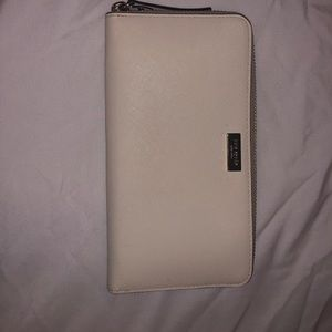 Like New Kate Spade Ivory White Wallet